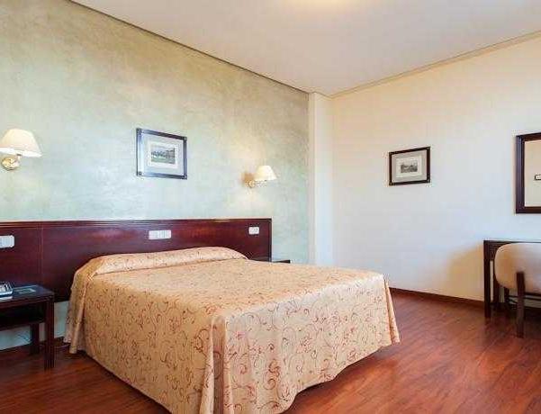 Oferta Viaje Hotel Escapada Derby Sevilla + Entradas Isla Mágica + Aqua Mágica 1 día