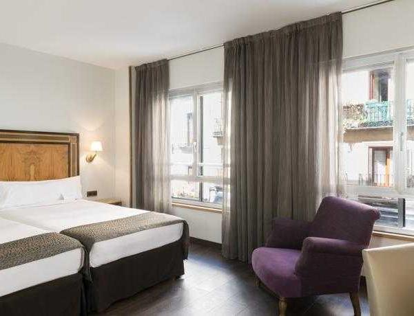 Oferta Viaje Hotel Escapada Exe Gigante + Entradas dos días sucesivos Warner con 1 día Warner Beach