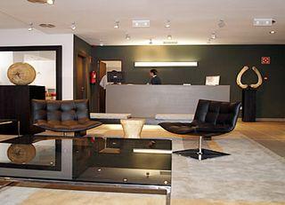 Oferta Viaje Hotel Escapada Eco Alcala Suites + Entradas dos días sucesivos Warner con 1 día Warner Beach