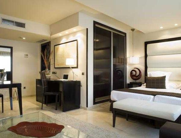 Oferta Viaje Hotel Escapada Husa Suites Mirador de Chamartin + Entradas dos días sucesivos Warner con 1 día Warner Beach
