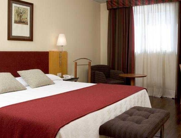 Oferta Viaje Hotel Escapada NH Ciutat De Reus + Entradas PortAventura tres días dos parques