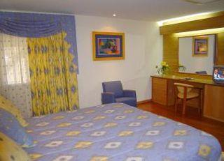 Oferta Viaje Hotel Hotel Alfis Campo Pequeño + Visita guiada Sintra y Cascais