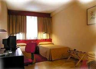 Oferta Viaje Hotel Escapada Anaco + Entradas dos días sucesivos Warner