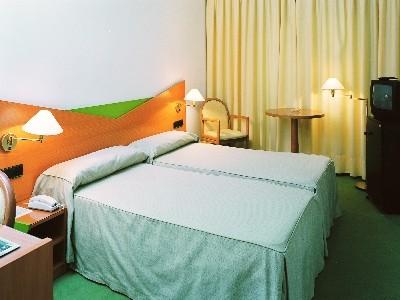Oferta Viaje Hotel De l'Isard + Entradas General 3 Horas - Caldea