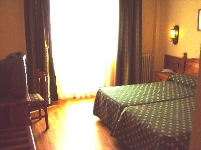 Oferta Viaje Hotel Escapada Del Clos + Entradas Caldea + Espectáculo Sensoria - (veinte-veintiuno)