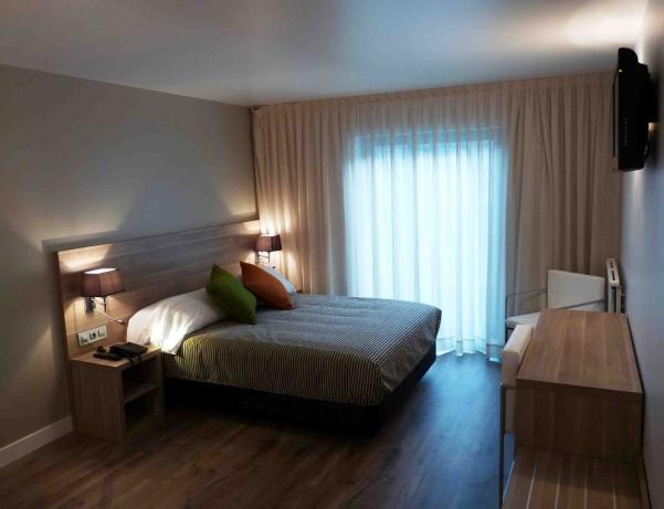 Oferta Viaje Hotel Escapada Del Pui + Entradas Caldea + Espectáculo Mito Acuario  + Cena
