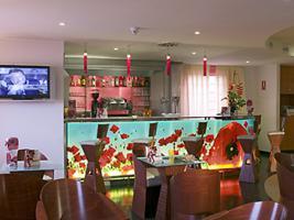 Oferta Viaje Hotel Escapada Hotel Ibis la capital española Alcorcon Tresaguas + Entradas dos días sucesivos Warner con 1 día Warner Beach