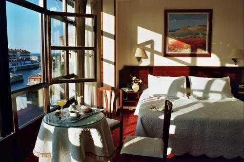 Oferta Viaje Hotel Las Rocas + Surf privada en Llanes  2 hora / dia