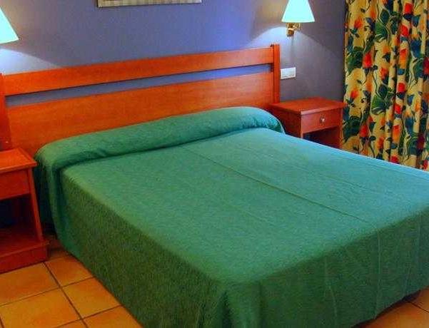 Oferta Viaje Hotel Escapada Portal del Caroig + Entradas 1 día Bioparc
