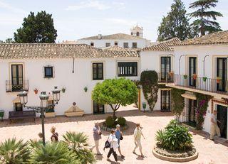 Oferta Viaje Hotel Escapada Hotel Pueblo Andaluz + Entradas General Selwo Marina Delfinarium Benalmádena