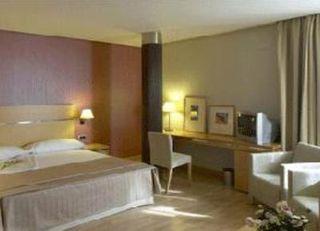 Oferta Viaje Hotel Escapada Hotel Reston Valdemoro + Entradas 1 día Zoo la capital española