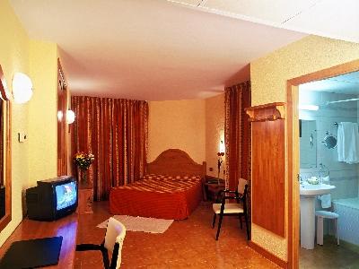 Oferta Viaje Hotel Escapada St. Gothard + Entradas Nocturna dos horas - Caldea