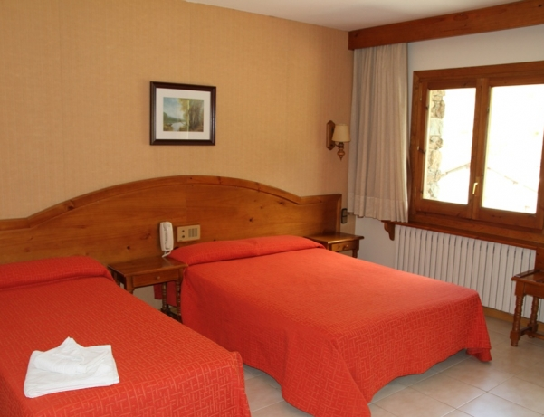 Oferta Viaje Hotel Escapada Hotel Sant Miquel + Entrada dos días Naturlandia + P. Animales