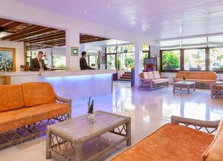 Oferta Viaje Hotel Escapada Sol Parque San Antonio + Entradas Papagayo Parque 1 día