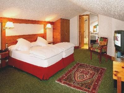 Oferta Viaje Hotel Sport Hotel + Entrada General 3 horas - Inuu