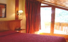 Oferta Viaje Hotel Xalet Montana + Entradas Circo del Sol Scalada + Caldea