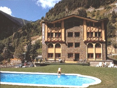 Oferta Viaje Hotel Escapada Xalet Verdu + Entradas Circo del Sol Scalada