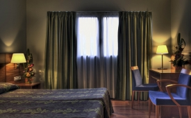Oferta Viaje Hotel Escapada Zenit Diplomatic + Entradas General dos Horas + Menu Almuerzo