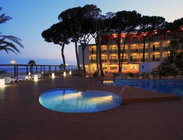 Oferta Viaje Hotel Escapada Estival Centurión Playa + Entradas PortAventura dos días