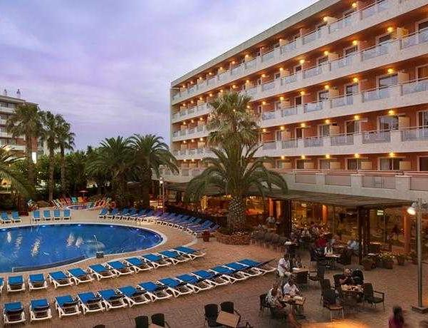 Oferta Viaje Hotel Escapada H10 Vintage Salou + Entradas Costa Caribe 1 día