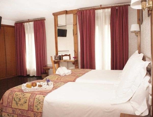 Oferta Viaje Hotel Escapada Naudi + Entrada dos días Naturlandia + P. Animales