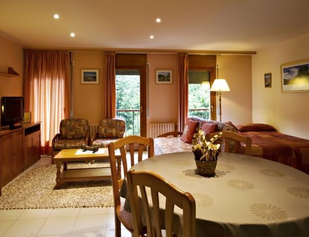Oferta Viaje Hotel Escapada Aparthotel La Neu + Entradas Parque animales
