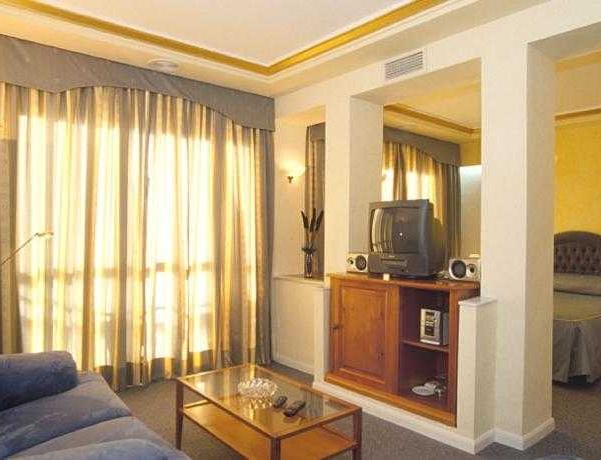 Oferta Viaje Hotel Escapada Kross Los Alamos + Entradas General Selwo Marina Delfinarium Benalmádena