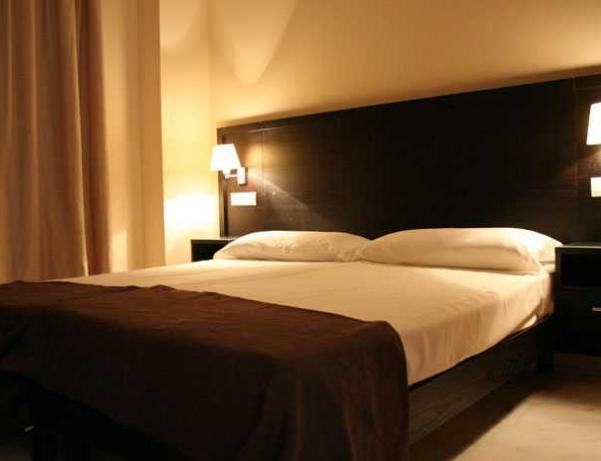 Oferta Viaje Hotel Escapada Pisos Lux Sevilla Palacio + Entradas Isla Mágica + Aqua Mágica 1 día