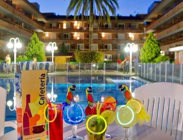Oferta Viaje Hotel Escapada Voramar Cambrils + Entradas Costa Caribe 1 día