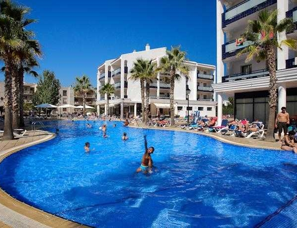 Oferta Viaje Hotel Escapada Pins Platja + Entradas PortAventura tres días dos parques