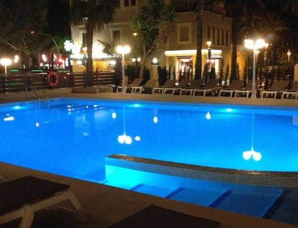 Oferta Viaje Hotel Escapada Hotel Llanas + Entradas PortAventura tres días dos parques