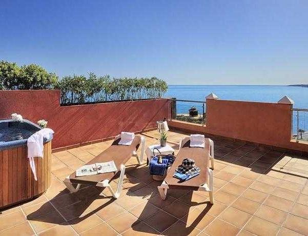 Oferta Viaje Hotel Escapada Holiday Polynesia + Entradas General Selwo Aventura Estepona