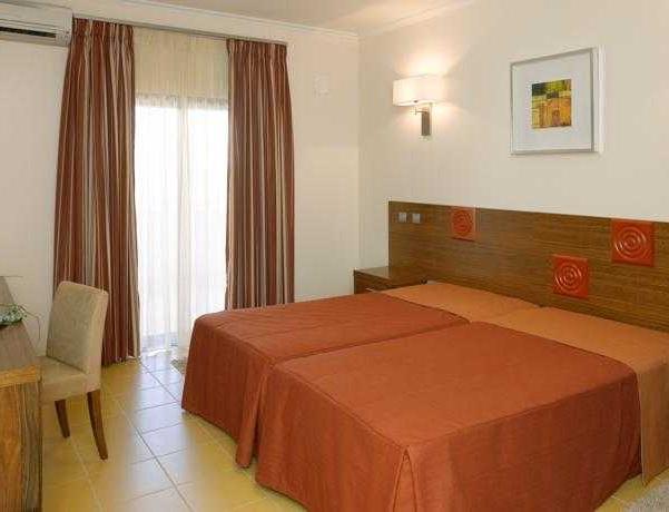 Oferta Viaje Hotel Escapada Praia Sol + Entradas Zoomarine Parque temático dos días