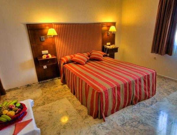 Oferta Viaje Hotel Escapada Hotel Royal Costa + Entradas General Selwo Marina Delfinarium Benalmádena
