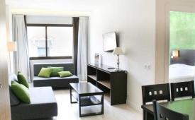 Oferta Viaje Hotel Escapada Aparthotel Serrano Recoletos + Entradas dos días sucesivos Warner con 1 día Warner Beach
