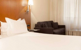 Oferta Viaje Hotel Escapada AC Hotel Tarragona by Marriott + Entradas PortAventura dos días