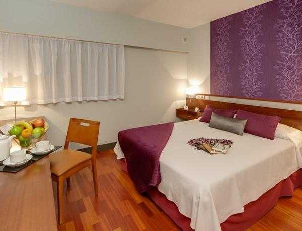 Oferta Viaje Hotel Escapada Hotel Torrejon + Entradas dos días sucesivos Warner con 1 día Warner Beach