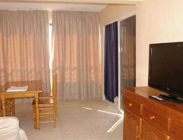 Oferta Viaje Hotel Escapada Pisos Torre Levante + Entradas Terra Mítica dos días