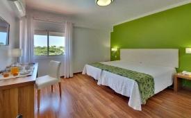Oferta Viaje Hotel Escapada Zodiaco + Entradas Zoomarine Parque temático dos días