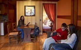 Oferta Viaje Hotel Anyos Park Apartamentos + Entradas Circo del Sol Scalada + Caldea
