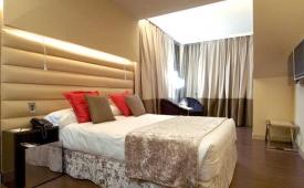 Oferta Viaje Hotel Escapada Vincci Capitol + Entradas dos días sucesivos Warner con 1 día Warner Beach