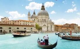 Oferta Viaje Hotel Paseo Romántico en Gondola - Sáltate la cola
