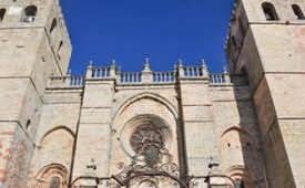 Oferta Viaje Hotel Arte Religioso y Necrópolis