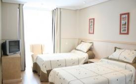 Oferta Viaje Hotel Escapada A&H Suites la villa de Madrid + Entradas dos días sucesivos Warner con 1 día Warner Beach